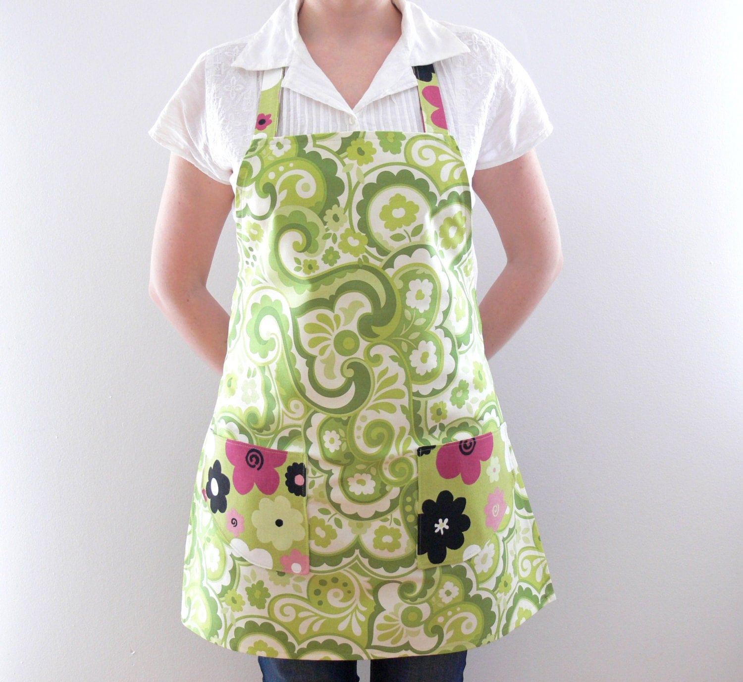womens aprons apron with pockets kitchen apron green floral. Black Bedroom Furniture Sets. Home Design Ideas