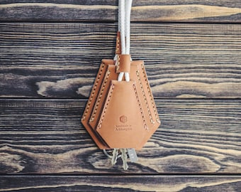 Handmade leather key holder. Keychain.