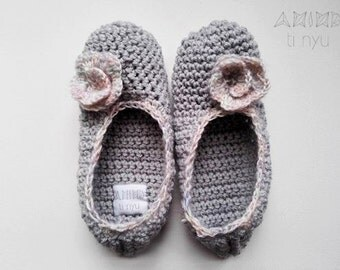 grey crochet slippers - handmade with or without flower / house slippers / home clothing / more sizes