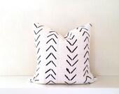 Mudcloth Pillow Cover, Vintage Malian Bogolanfini, Ivory/Cream White, Arrows, Geometric