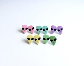 Pastel Alien Head Earrings, Alien Earrings, Kawaii Alien Earrings, Creepy Cute Alien Earrings, Pastel Goth Earrings, Space Babe Earrings