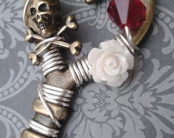 Skull & Roses Key