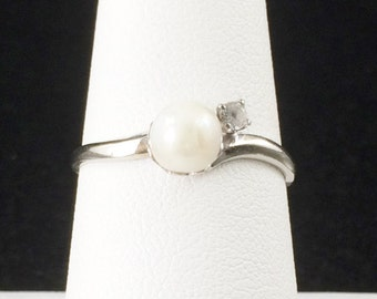 Size 8 10k White Gold Pearl And Cubic Zirconia Ring