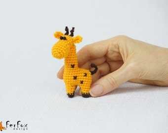 Giraffe Brooch, giraffe pin, crochet pin, kids jewelry, funny brooch, animal pin