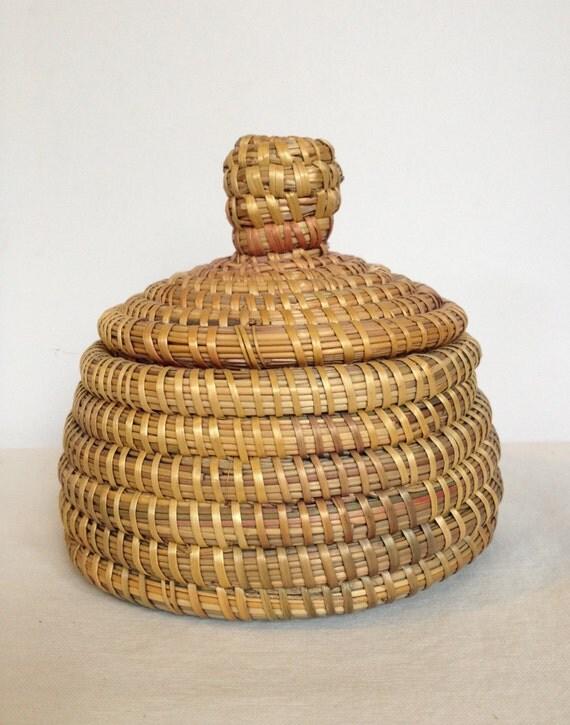 vintage hand woven small basket with lid by brightkidsenterprise. Black Bedroom Furniture Sets. Home Design Ideas