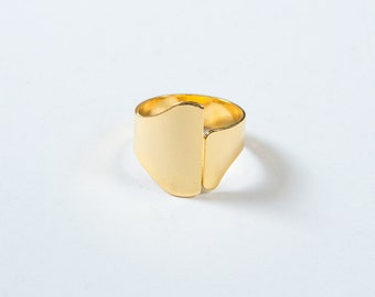 NEW ring asymmetric gold, adjustable, shiny finish, tackle high quality