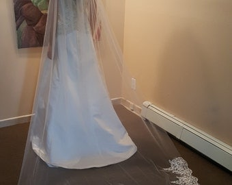 Ready to ship ****Bridal Cathedral Veil With Lace Bottom Light Ivory Style EC1001