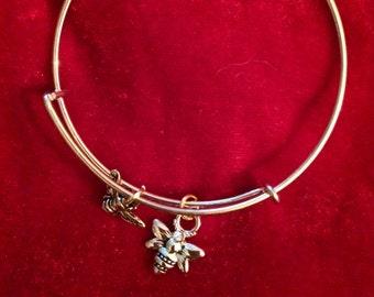 bumble bee bracelet; bee bracelet; bumble bee charm bracelet; bee pendant; bee jewelry; bee pendant charm
