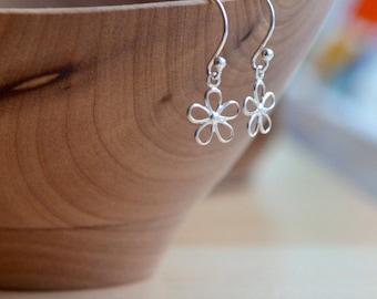 Dainty Silver Flower Earrings Delicate Sterling Silver Daisy Earrings Tiny Flower Earrings Delicate Silver Jewelry Dainty Earrings Daisies