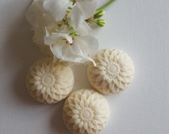 Guest soaps white in a aster form, 5th, fragrance: Milk and Honey