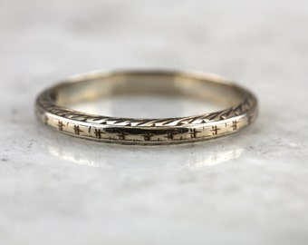 Lovely Antique Pattern Band in Gold for Wedding or Stacking C1PX6N-N