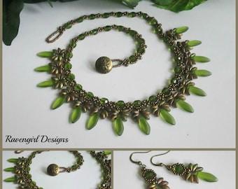 BRONZED IRIS Beadwoven Statement Necklace, Czech Glass Necklace, Beaded Magatamas Necklace, Vintage Style Necklace, Handmade, Ravengirl