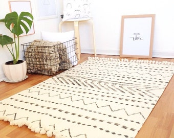 White area rug,floor rugs,carpet,home decor,minimalist rug,black and white rug,white rug,rugs