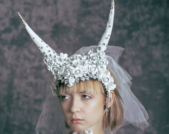 "Headpiece ""White Cristal"""