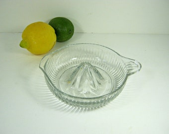 Vintage RIBBED CiTRUS REAMER Deep Juicer Juice Clear Glass