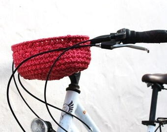 Bicycle basket. Basket for bike handlebar. Pink.