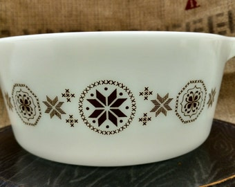 Vintage Town and Country 2 1/2 quart Casserole Dish