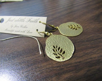 Gold plated earrings with leaf look
