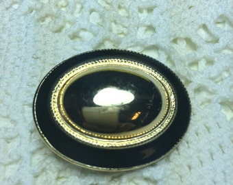 Vintage Retro Oval Scarf Clip. Black Enamel with Gold Tone Metal.