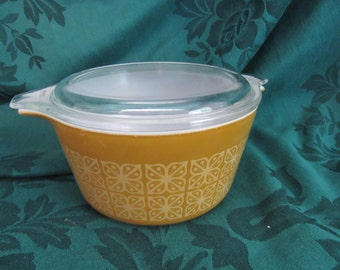 Pyrex Square Flowers Casserole Dish with Lid