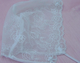 A Lovely White Lace Baby Bonnet  0 - 3 mths.