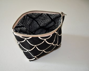 zipper bag // scales // small // handprinted // black and white