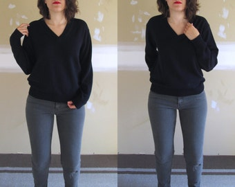 Vintage 90s Navy Blue V-neck Boyfriend Sweater