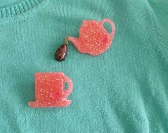 Spot of Tea brooch set.