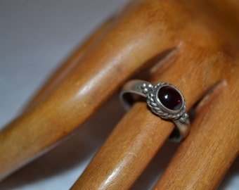 Vintage sterling silver handmade garnet ring/silver ring/vintage ring/garnet ring/handmade ring/an.722
