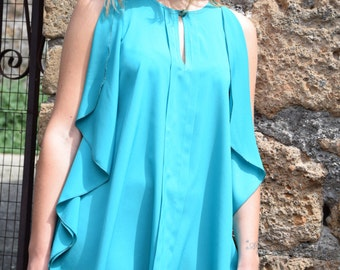 Blouse large and long with bare shoulders and small drop front placket
