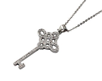 The key with Chinese knot necklace