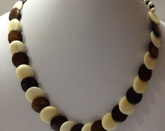 Hand made button shaped casual looking Necklace