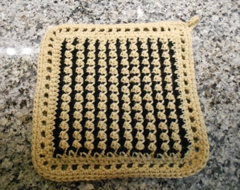Houndstooth Crochet Hot Pad Pot Holder Double Thickness 10 Inch Coordinates with Granite Countertops