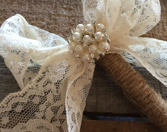 Rustic twined pearl and lace pens