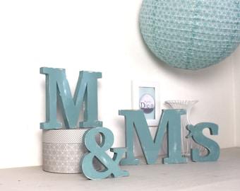 M & M ' S  en bois bleu baltique - esperluette  - décoration de mariage - grande lettre - lettres personnalisées - mylittledecor