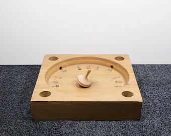 Old Dutch game ' Biertol', spinning top