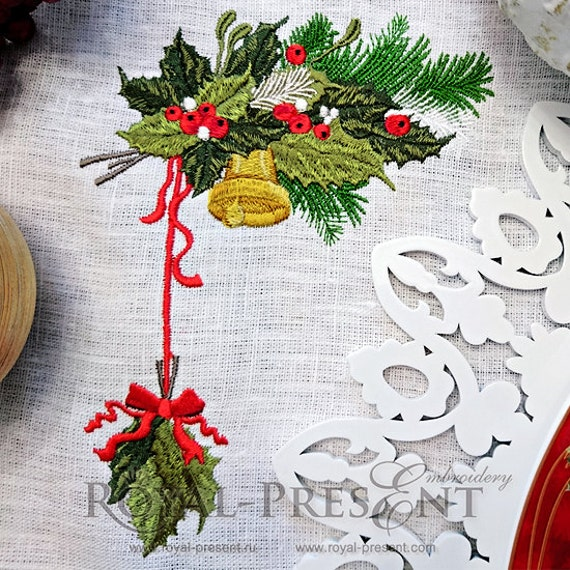 Vintage christmas machine embroidery design with holly berry