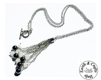 Fine chain necklace of a silver colour with a pendant made of hematite and translucent agate (#112)