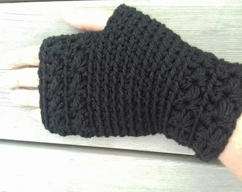 Crochet fingerless gloves: the star. 100% wool. Black