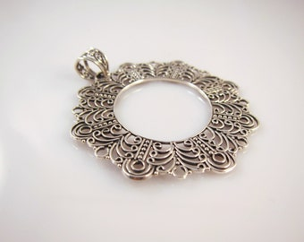 Round sterling silver filigree pendant