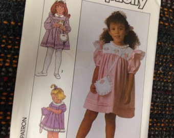 Girls Size 6 Dress Sewing Pattern.  Simplicity 9128