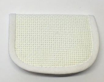 White model horse saddle pad, 1:9 scale