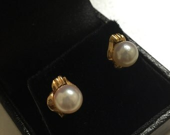 Pearl Stud Earrings in 14K Yellow Gold