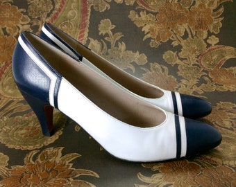 Vintage Salvatore Ferragamo White & Navy Spectator Heels Shoes Calf Leather 6.5 AA Italy