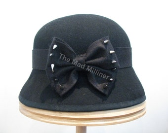 Black felt cloche with spike embellished bow, 63 cm