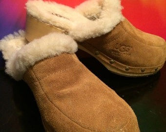 Sz 6 ugg clogs/sheepskin lined clogs wooden sole clogs/bohemian festival like clogs/ suede clogs