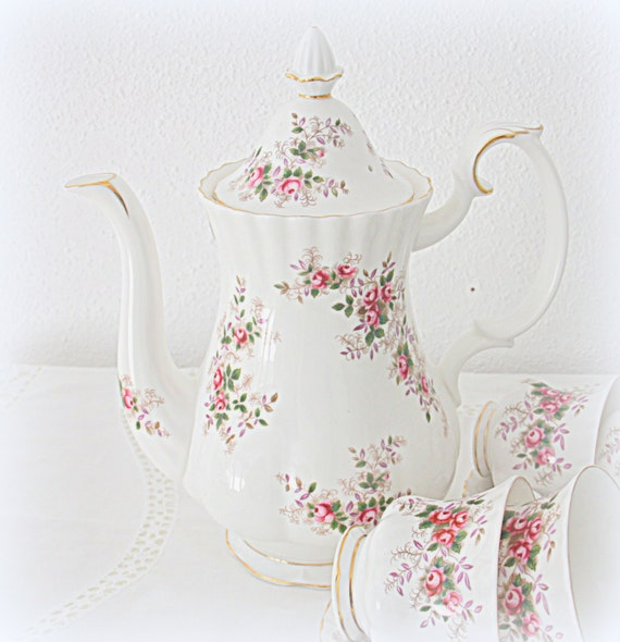 Vintage Royal Albert Bone China 'Lavender Rose' Large Size Coffeepot, England
