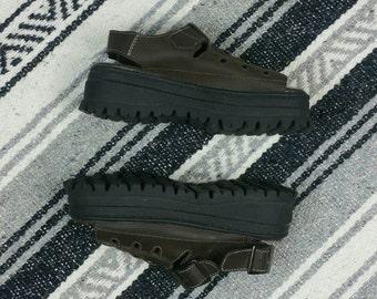 Vintage 1990s Brown Leather Platform Peep Toe Fisherman Sandals size 6/6.5