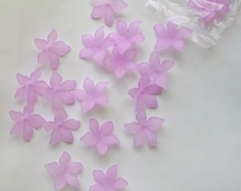 20 x Beautiful Acrylic Pale Purple/ Lilac Frosted Flower Beads 28mm - A15