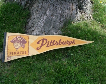 Vintage baseball pennant; Pittsburgh Pirates MLB pennant; sports memorabilia